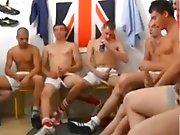 Orgie de jeune footeux dans les vestiaires