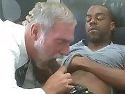 Papy se fait mettre par un Black qui lui…