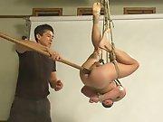 Asiatique torture un soumis Blanc avec une…