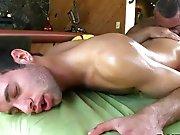 Vieux gay musclé bouffe le cul d'un jeune…