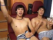 Jumeaux hétéros en branle dans le train