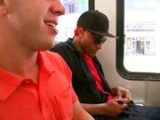Plan sexe avec un Black dans un bus en public