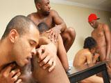 Black passif gay pris en tournante