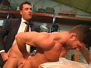 Un fournisseur sodomise un ouvrier dans la…