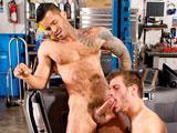 Garagiste gay sodomise un client fier de son…