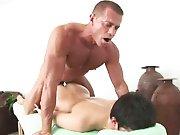 Jeune Asiatique se fait péter le cul lors…