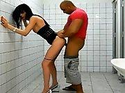 Transsexuelle baisée par son mec dans des…