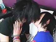 Jeune Emo percé se fait sodomiser par son…