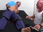Hétéro poilu attaché chatouillé par des…