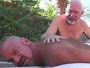 Papy baise par des black gay