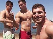 Trois beaux touristes dans un plan cul