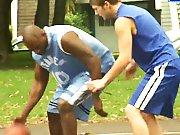 Basketteur baise avec son pote Black dans un…