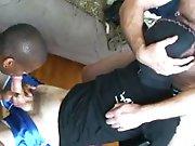 Hétéro attaché gicle de force dans la…