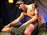 Militaire gay poilu se fait defoncer par un…