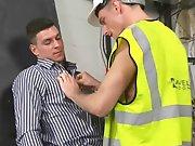 Ouvrier plaque son chef pour sucer sa grosse…