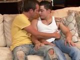 Son nouveau copain gay ejacule pendant la…