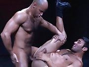 Un Arabe très poilu lui prend le cul