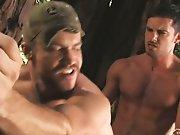 Des mecs virils se défoulent dans la forêt !