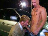 Plan cul gay sur un parking public