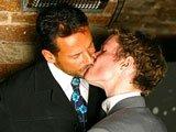 Jeune gay emballe un mec marié