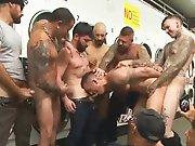Tous passer sur le même mec dans une laverie…