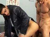 Il encule son patron au bureau