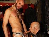 Arabe défonce un vieux biker gay