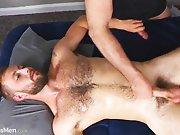 Profiter d'un massage pour faire jouir un…