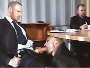 Sucé par un inconnu pendant une réunion !