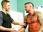 L'infirmier ne résiste pas à un patient…