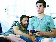 Trentenaire excite son mec qui joue aux jeux…