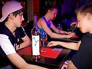 Français 18 ans tripote son mec dans un bar !