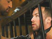 Sortir un soumis de sa cage pour le baiser !