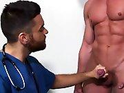 Jeune docteur poilu baisé par un patient de…
