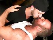 Beau mec poilu sodomisé par un gros gay…