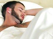 Sucer un mec musclé endormi pour finir par…