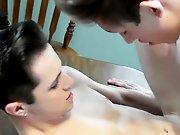 Teen donne son cul à son cousin pour se…