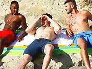 Ramener 2 mecs rencontrés sur une plage gay !