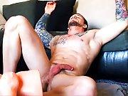 Beau mec jouit dans son sex toy !
