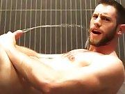 Amateur gicle sous la douche de la salle de…