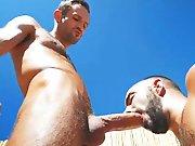 Un macho TTBM lui offre sa très grosse bite…