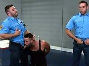 Plan cul avec 2 beaux policiers aux grosses…