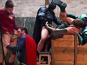 Des super héros partouzent et giclent…