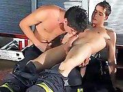 Très belles bites de jeunes pompiers dans…