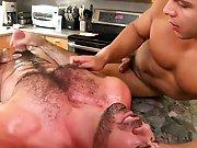 Baiser le cuisinier nu sous son tablier.