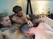 Plan cul avec quatre mecs