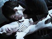 Emo bandant baise avec deux mecs