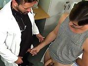 Branler la grosse bite du médecin et se…