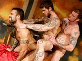 Trio hardcore gay avec des bears tatoués