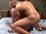 Papa offre un bareback à son voisin